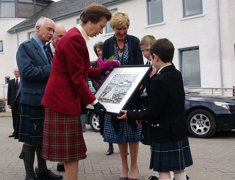 HRH The Princess Royal was presented with a linocut featuring her yacht Bloodhound in Tobermory Bay, commissioned by the Tobermory Harbour Association
